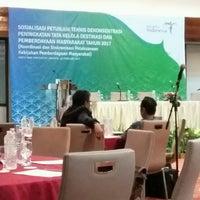 Photo taken at Sari Pan Pacific Jakarta by Andiz F. on 2/23/2017