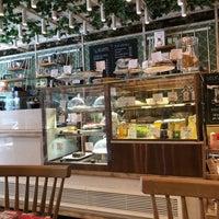 Photo prise au Blum Coffee House par Murat A. le8/18/2018