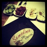 รูปภาพถ่ายที่ Semolina Kafe & Restoran โดย ismail o. เมื่อ 12/14/2012