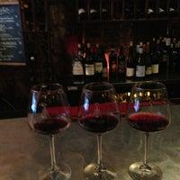 Foto tirada no(a) Vintage Wine Bar por Miëke D. em 3/21/2013