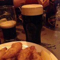 รูปภาพถ่ายที่ McMullan's Irish Pub โดย Shake N B. เมื่อ 4/11/2013