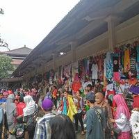 Photo taken at Pasar Umum Sukawati by Fitra S. on 12/23/2013