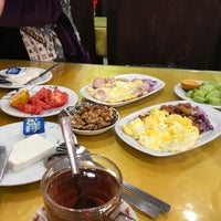 Photo taken at Khan Khan Restaurant | رستوران خوان خان by Maral R. on 2/8/2018