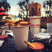 Photo taken at Five Guys by نواف ا. on 1/28/2016