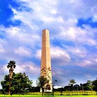 Foto tirada no(a) Obelisco Mausoléu aos Heróis de 32 por Felipe Flora ( Dashdot ) em 4/19/2013