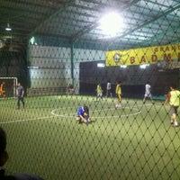 Photo taken at Grand Futsal Kuningan by Daud Tri Jatmiko A. on 1/28/2013