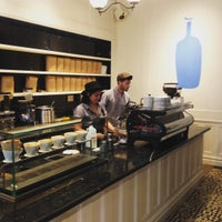 Foto scattata a Blue Bottle Coffee da Erika O. il 9/8/2015