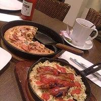 Photo taken at Pizza Hut by sylvandari s. on 1/11/2013