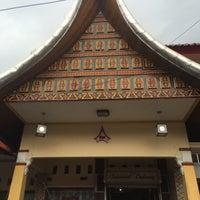 Photo taken at RM Padang Duta Minang by Fatimah H. on 11/10/2015