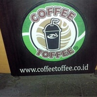Photo taken at Coffee Toffee by Elyas A. on 7/31/2013