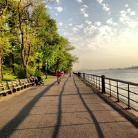 Photo prise au Riverside Park par Jake S. le5/15/2013