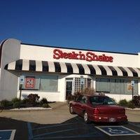 Photo taken at Steak 'n Shake by Mats H. A. on 10/25/2012