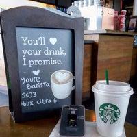 Foto tirada no(a) Starbucks por Jaury P. em 1/4/2017