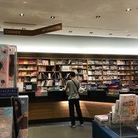 Foto tomada en Books Kinokuniya por Pemi B. el 7/16/2018