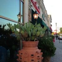 Foto tomada en La Parrilla Mexican Restaurant por Stephen G. el 6/1/2013