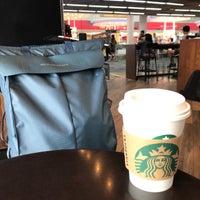 Photo prise au Starbucks par Blades32 le4/28/2018