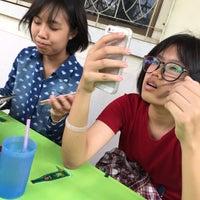 Photo taken at ก๋วยเตี๋ยวดีเยี่ยมลำปาง by Pa'ping P. on 7/30/2015