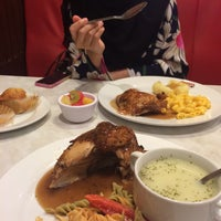 Photo taken at Kenny Rogers Roasters by Hani R. on 10/23/2015