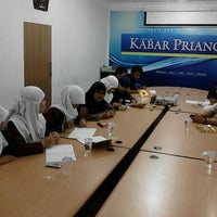 Photo taken at Kabar Priangan by Duddy R. on 9/27/2012