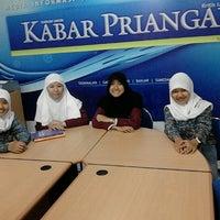 Photo taken at Kabar Priangan by Duddy R. on 9/20/2012