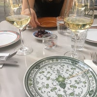 Das Foto wurde bei Briefmarken Weine - Grande Vini Piccola Cucina von Constantin W. am 5/25/2018 aufgenommen