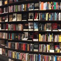Foto tirada no(a) Livraria da Vila por Edson T. em 5/1/2016