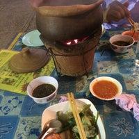 Photo taken at หนุ่มจิ้มจุ่มหม้อดิน by Prapaporn P. on 8/7/2015