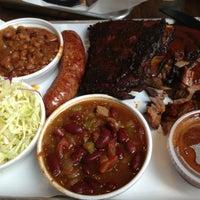รูปภาพถ่ายที่ Smoque BBQ โดย Richard S. เมื่อ 10/18/2012