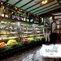 8/5/2015 tarihinde Misinaziyaretçi tarafından Misina Balık Restaurant Fenerbahçe'de çekilen fotoğraf