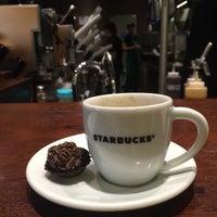 รูปภาพถ่ายที่ Starbucks โดย Adri L. เมื่อ 6/25/2016