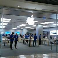 Photo taken at Apple Store by Ryuji O. on 3/14/2013