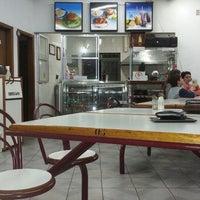 Foto tirada no(a) Geniu's Burger por Danilo A. em 8/17/2013