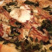 Foto scattata a Gialina Pizzeria da Carmen C. il 12/1/2012