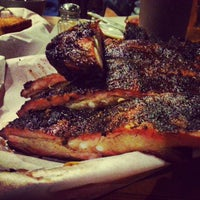 10/31/2012 tarihinde Gautam S.ziyaretçi tarafından Podnah's Pit BBQ'de çekilen fotoğraf