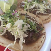 Photo taken at Taqueria El Chino by Elisa Tanairí L. on 9/4/2016