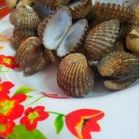 Photo taken at MM Seafood Iswara by Rostam S. on 8/18/2013