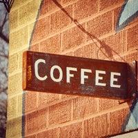 Das Foto wurde bei Flat Track Coffee von Josh L. am 1/28/2015 aufgenommen