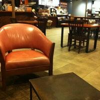 Photo prise au Starbucks par 4 Sq Reviews :) N. le2/6/2014