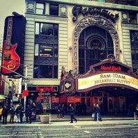 Photo taken at Hard Rock Cafe New York by Özgün Z. on 6/8/2013