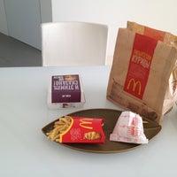 Снимок сделан в McDonald's пользователем Анель B. 3/10/2013
