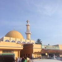Photo taken at Masjid Al-Muttaqin Wangsa Melawati by Mohd A. on 7/17/2015
