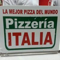 Photo taken at Pizzería Italia by Gengis R. on 9/27/2013