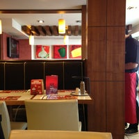 Photo taken at Pizza Hut by Florian M. on 1/30/2013