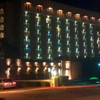 Photo taken at Hilton Phoenix/Mesa by Valö B. on 6/18/2013