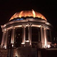 Foto scattata a Sky Bar da Vivi H. il 9/30/2012