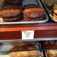 Foto tomada en Dahlia Bakery por Flavia F. el 6/13/2013