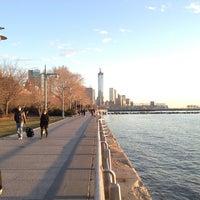 Foto tirada no(a) Hudson River Park por Roland L. em 3/31/2013
