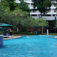 Photo taken at Swimming pool - Mercure Hotel by mercyattasya on 4/2/2015