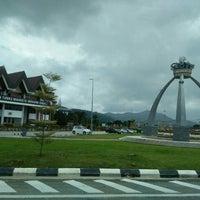 Photo taken at Traffic Light, Bakau Condong by Wahidaa L. on 1/30/2016