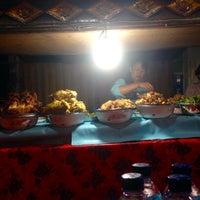 Photo taken at Pasar Senggol Gianyar by Thrisnandha P. on 5/7/2016